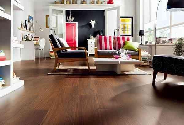 大气的客厅用浅色的地板
